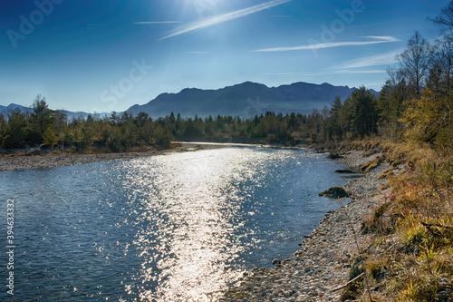 HDR-Foto, Herbst am Fluss Isar mit den Bayerischen Bergen im Hintergrund, Alpen, Süd-Bayern, Deutschland © si2016ab