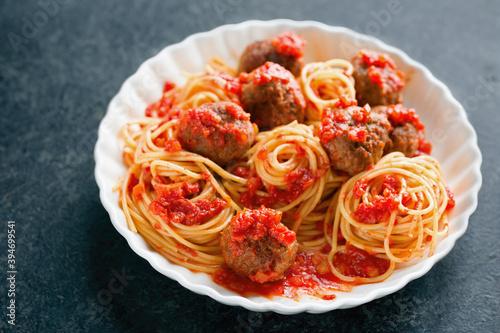Fotografering spaghetti with tomato sauce