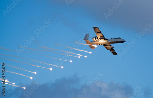 Military bomber dropping flares at the Fort Lauderdale Air and Sea Show Fototapete