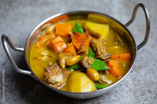 Fotografía Massaman curry with leftover Christmas turkey, butternut squash and potatoes