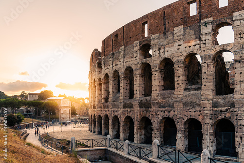 Outdoor view of The Colosseum or Coliseum with sun flare on background, also known as the Flavian Amphitheatre Billede på lærred