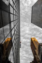 Vista Bicromatica Dal Basso Dei Grattacieli Di New York