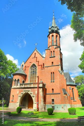 Obraz Neogotycki,  jednonawowy kościół pw. Matki Boskiej Częstochowskiej w Dołhobyczowie.  - fototapety do salonu