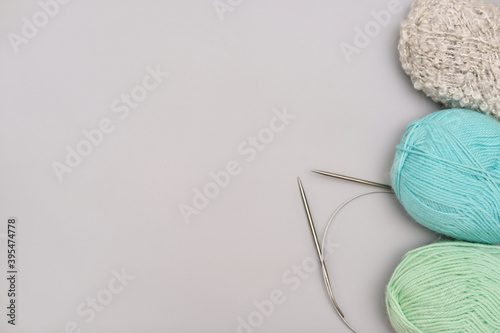 Fotografering variety of knitting yarn and needles on grey background