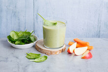 Spinach Smoothie With Apple And Carrot