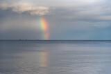 Fototapeta Rainbow - tęcza nad morzem
