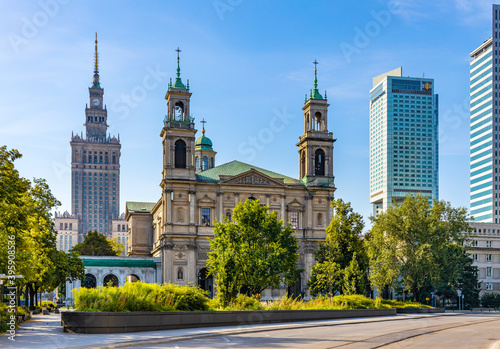 Fototapeta Downtown Srodmiescie district and Grzybowski square with All Saints church and Culture and Science Palace PKiN and Intercontinental hotel in Warsaw, Poland obraz