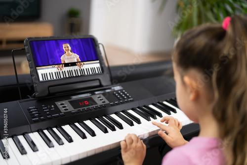 Obraz Music Piano Internet Class At Home - fototapety do salonu