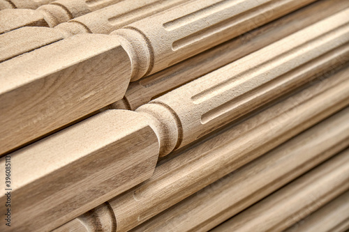 Fotografía Turning wooden stair balusters