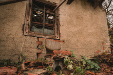 Creepy Abandoned Buildings Wit...