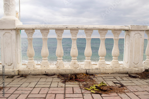 Cuadros en Lienzo Beautiful white balusters supporting the railing on the embankment in Koktebel in Crimea against the background of the sea and overcast sky