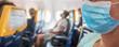 Maske über dem Gesicht in einem Flugzeug als Schutzmaßnahme zur Verhinderung der Verbreitung von Covid 19