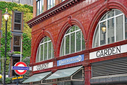 Stampa su Tela London, England -  may 3 2019 : Covent Garden district