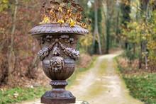 Parc Et Pot De Fleurs Antique