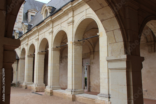 Foto cloister at the former toussaint abbey in angers (france)