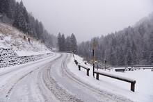 Strada Innevata Inverno Strada Di Montagna