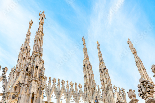 Canvastavla Roof of Milan Cathedral Duomo di Milano with Gothic spires and white marble statues