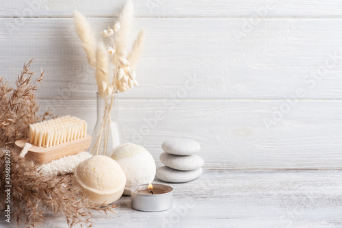 Tela Spa composition with bath bombs