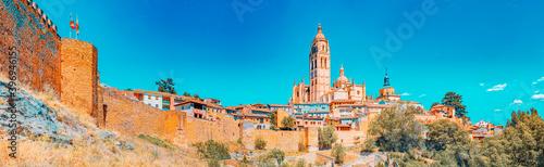 Panoramic landscape at the ancient city and cathedral of Segovia Billede på lærred