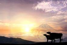 丑年年賀状-牛のシルエットと富士山と初日の出
