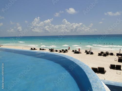 praia e piscina , qual escolher, o azul é o mesmo Slika na platnu