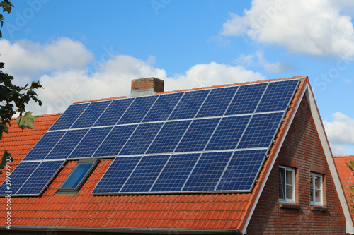 Fototapeta Solar Dach Einfamilienhaus obraz