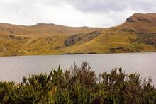 Vista Paisaje De La Laguna De Secas En Pintag, Frente Al Volcán Antisana (antizana) Se Encuentra Este Complejo De Lagunas, Que Convierte La Zona En Una Amalgama De Hábitats Fascinante