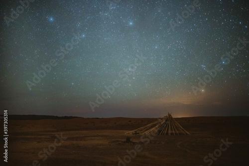 Fotografie, Obraz Starry sky over shelter in desert