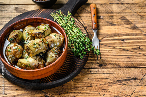 Canvas Print Artichoke hearts pickled in olive oil