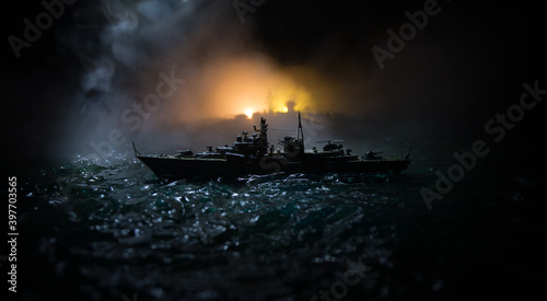 Foto Silhouettes of a crowd standing at blurred military war ship on foggy background