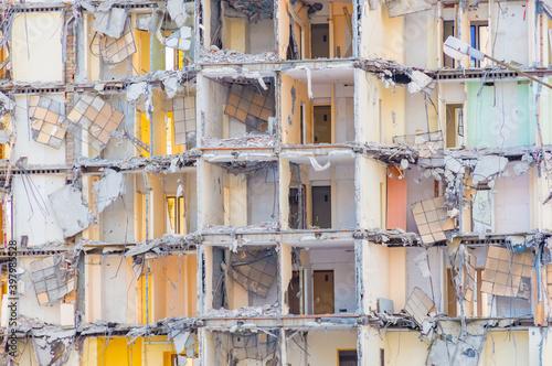 Ruiny budynku. - fototapety na wymiar