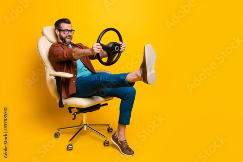 Fotografiet Full length body photo of happy fooling man in chair keeping steering wheel pret