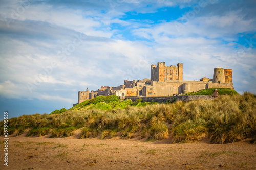 Photographie Bamburgh Castle on the beach of Northumberland,  United Kingdom