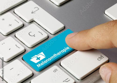 Melanomtherapie - Wort auf blauen taste. Fototapete