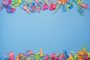 Fototapeta na wymiar party background with colorful streamers for celebrating birthday. space with scattered confetti. Colorful celebration concept. Copy space on blue background