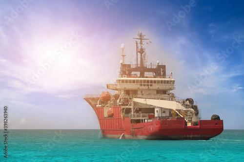 Fotografia Tug boat ship in the sea