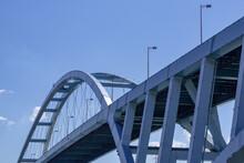 巨大な橋・新木津川大橋のアップ