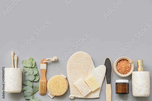 Photographie Set of bath accessories on color background