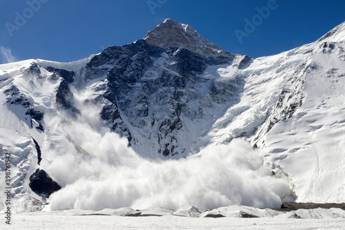 Huge avalanche from Khan Tengri peak (7010 m), Central Tian Shan, Kazakhstan Fotobehang