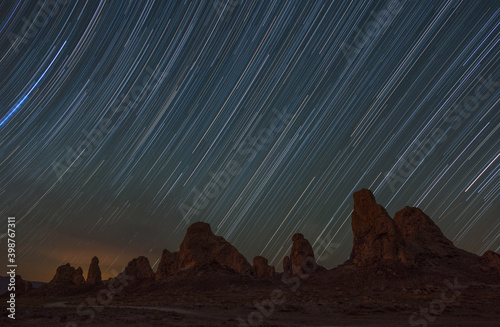 Fotomural Star Trails Over Tufa Towers