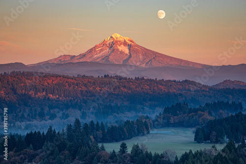 Cuadros en Lienzo Moon over Mt Hood