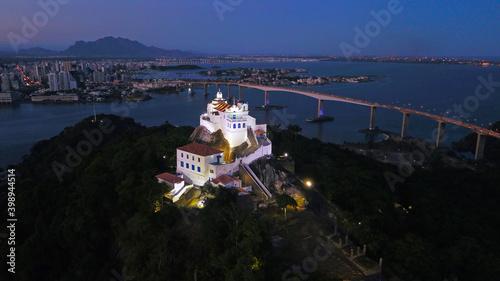 Fotografía Convento da Penha com a Terceira Ponte e a cidade de Vitória ao fundo
