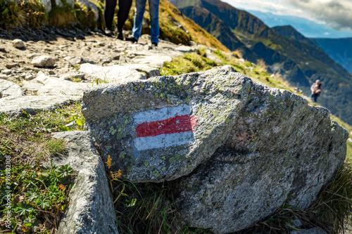 Obraz górski pieszy szlak czerwony - fototapety do salonu