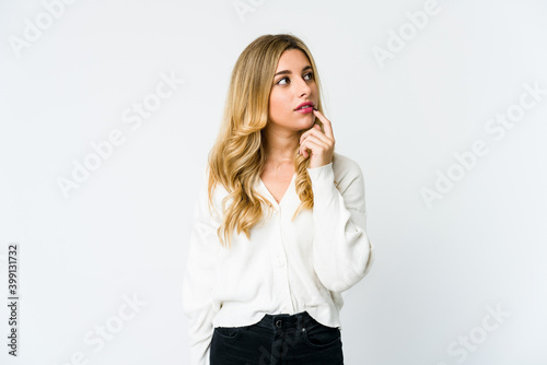 Obraz Young caucasian blonde woman looking sideways with doubtful and skeptical expression. - fototapety do salonu
