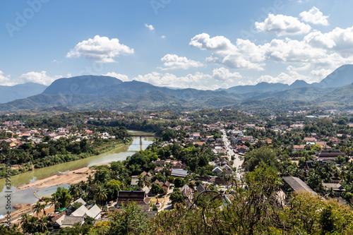 Slika na platnu Paysage sur la ville et le fleuve à Luang Prabang, Laos
