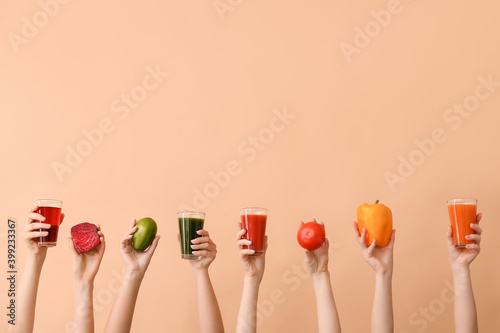 Fototapeta Many hands with glasses of vegetable juices on color background obraz