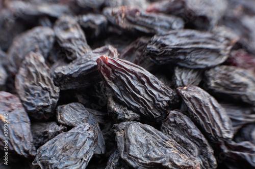 Fototapeta black raisins macro detail closeup