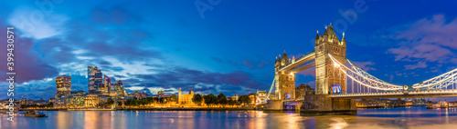 Obraz Panorama of Tower Bridge and illuminated skyscrapers in financial district in London, UK - fototapety do salonu