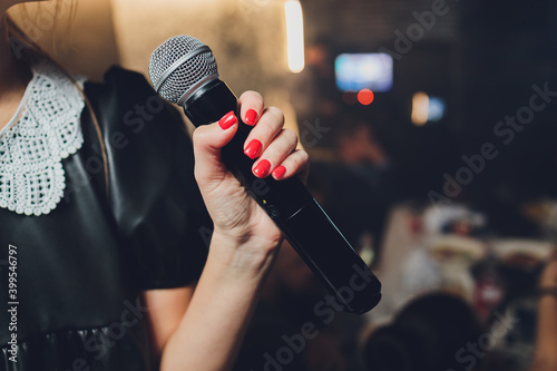 Fotomural Microphone and unrecognizable female singer close up