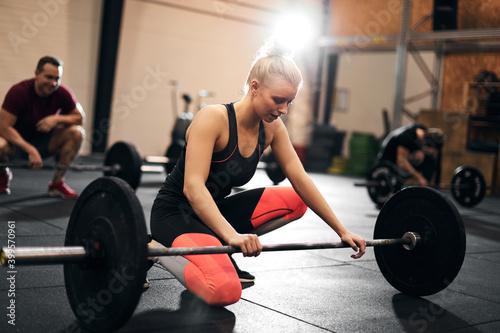 Fit young woman looking tired after a weightlifting class Tapéta, Fotótapéta